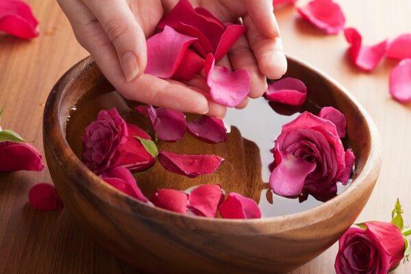 7 Công thức làm đẹp từ hoa hồng ít người biết